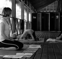 siente-yoga-adene